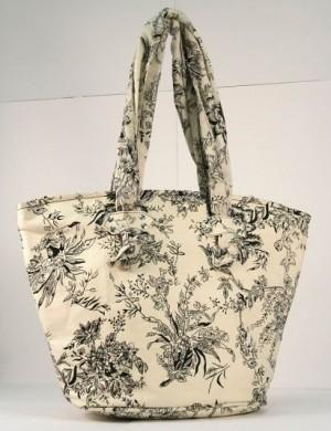 Пляжная сумка из текстиля.  На светло-бежевом фоне выполнен цветочный...