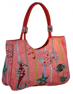 ...Пляжная сумка из текстиля в розовых тонах.  Модель имеет одно...