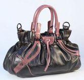 Женская сумка Leo Ventoni из натуральной кожи черного цвета.